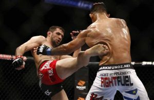 Mark Munoz taking a nasty liver kick from Simpson.